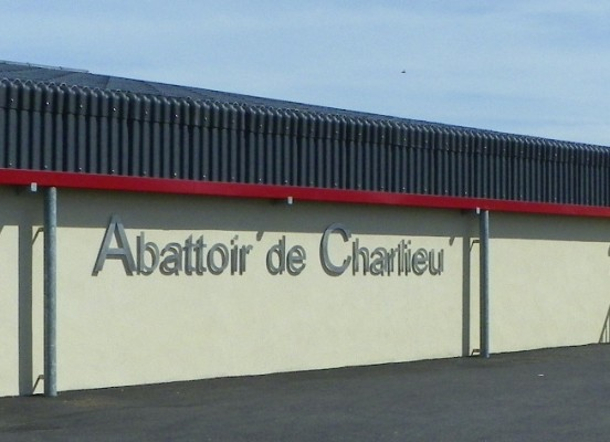 EXTENSION ET REAMENAGEMENT DE L'ABATTOIR DE CHARLIEU (42)